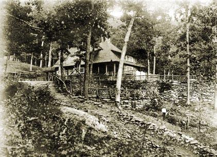 Rattlesnake Lodge (photo courtesy rattlesnakesnakelodge.com)